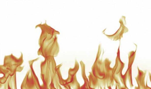 Flammen vor weißem Hintergrund