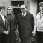Gruppenfoto: zwei Frauen und zwei Männer, in der Mitte steht Pfarrer Ulrich Führer