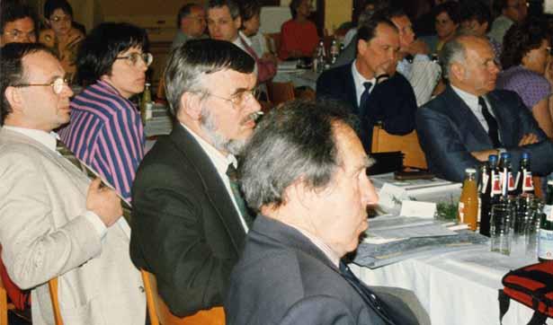 Blick in das Publikum während eines Vortrages, verschiedene Zuhörer sind zu sehen