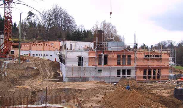 Blick auf die Baustelle, Bauarbeiten am Erdgeschoß