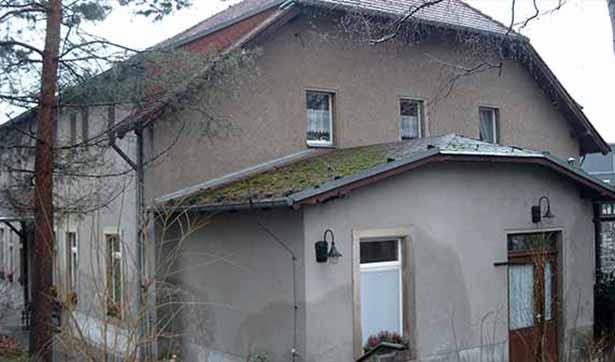 altes Waldhaus, unsanierte Fassade